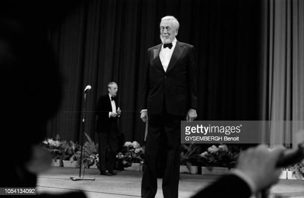 Cannes France mai 1979 Le 32ème Festival de Cannes se déroule du 10 au 24 mai Le réalisateur américain John HUSTON sur scène pendant la cérémonie de...