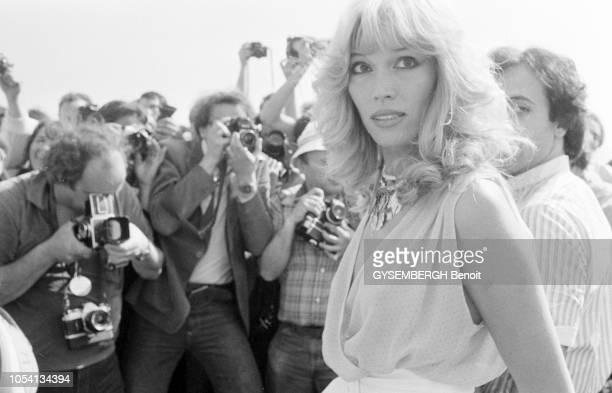 Cannes, France, mai 1979 --- Le 32ème Festival de Cannes se déroule du 10 au 24 mai. La chanteuse française Amanda LEAR avec son mari, l'homme...