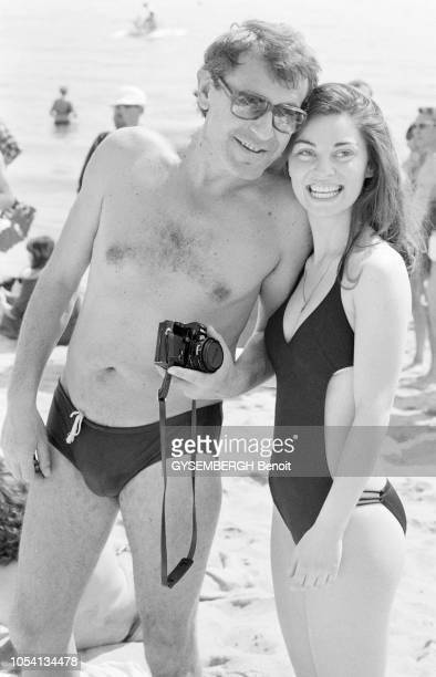 Cannes France mai 1979 Le 32ème Festival de Cannes se déroule du 10 au 24 mai Le réalisateur américain d'origine tchécoslovaque Milos FORMAN tenant...