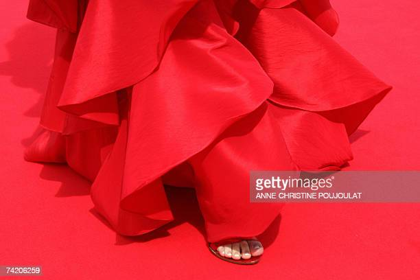 Picture taken 21 May 2007 shows a detail of an unidentified guest's outfit as she arrives at the Festival Palace in Cannes southern France for the...