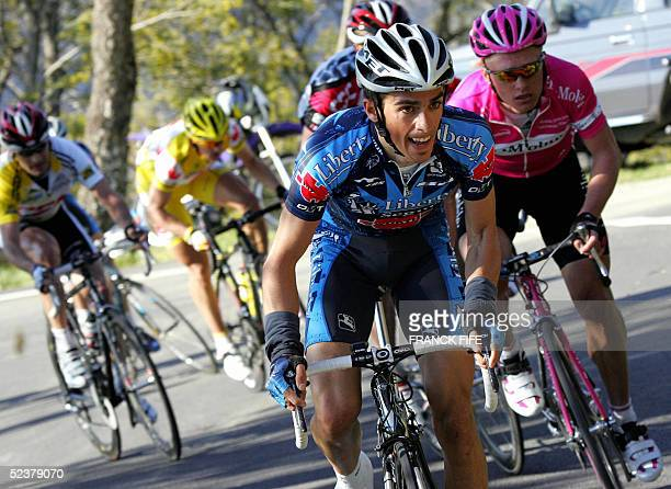 Spanish Alberto Contador of Liberty SegurosWurth's team rides in front of Kazak Alexandre Vinokourov of TMobile's team during the sixth stage of the...