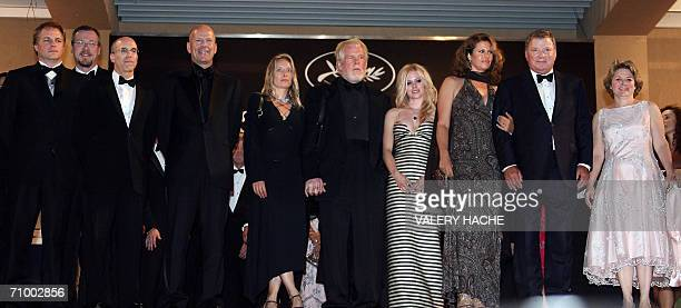 The cast of animated film 'Over the Hedge' US directors Karey Kirkpatrick and Tim Johnson producer Jeffrey Katzenberg actor Bruce Willis actor Nick...