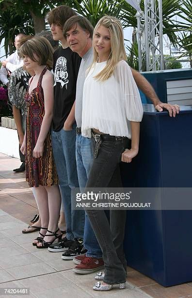 US actress Taylor Momsen US director Gus Van Sant and US actors Gabe Nevins and Lauren McKinney pose 21May 2007 during a photocall for their film...