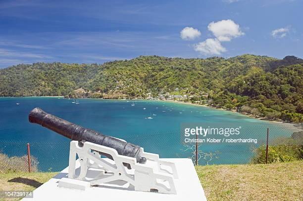 a cannon at fort campbelton, man of war bay, charlotteville, tobago, trinidad and tobago, west indies, caribbean, central america - paisajes de trinidad tobago fotografías e imágenes de stock