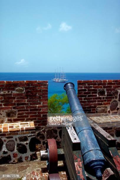 cannon at fort in statia - シント・ユースタティウス島 ストックフォトと画像