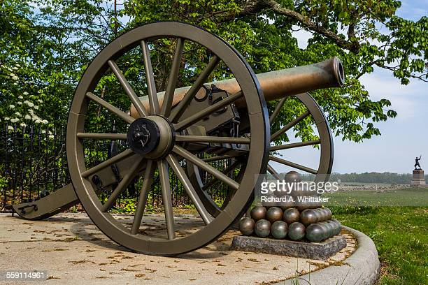 """cannon at """"the angle"""" gettysburg battlefield - battle of gettysburg stock pictures, royalty-free photos & images"""