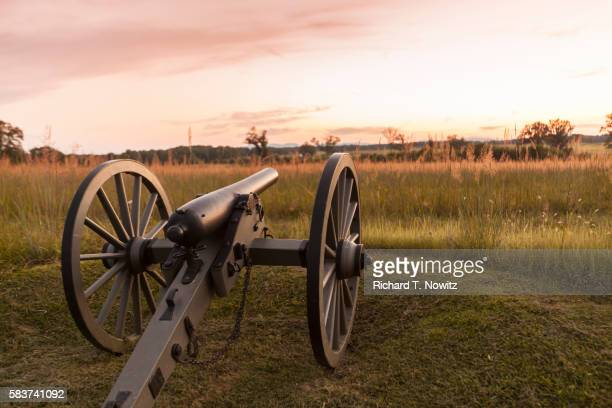 cannon gettysburg battlefield - キャノン ストックフォトと画像