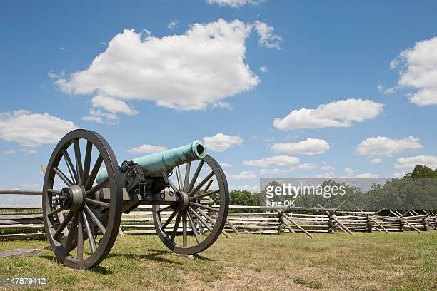 cannon on battlefield, gettysburg, pa - battle of gettysburg stock pictures, royalty-free photos & images