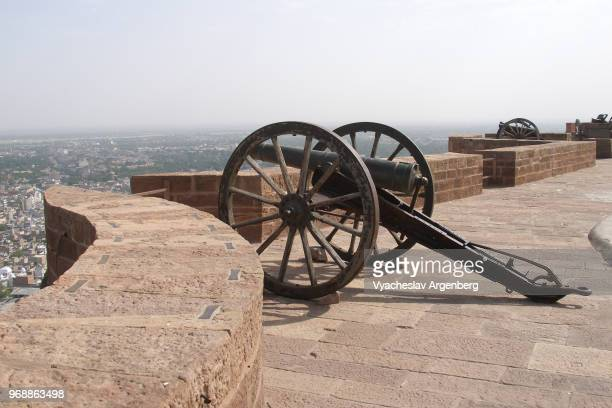 cannons on the ramparts of mehrangarh fort, jodhpur, india - argenberg stock pictures, royalty-free photos & images