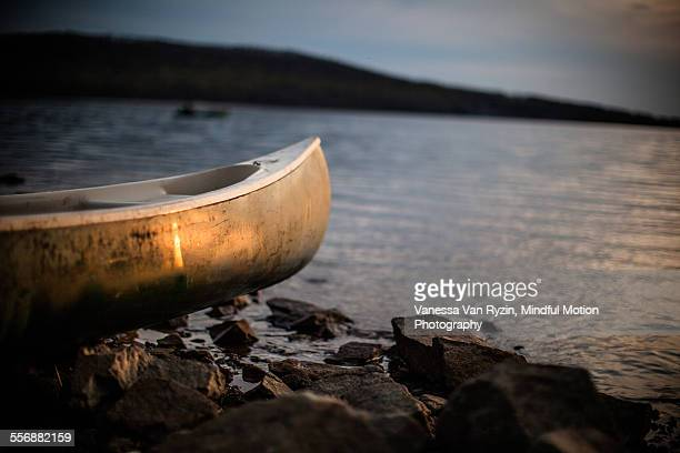 canoe at sunset - vanessa van ryzin stockfoto's en -beelden