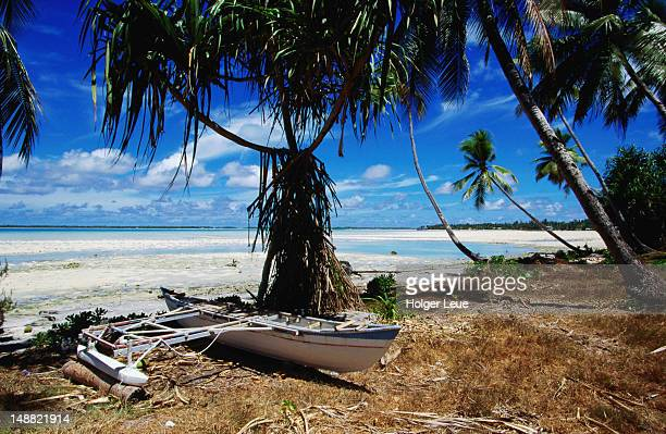 canoe on tarawa beach. - kiribati stock-fotos und bilder