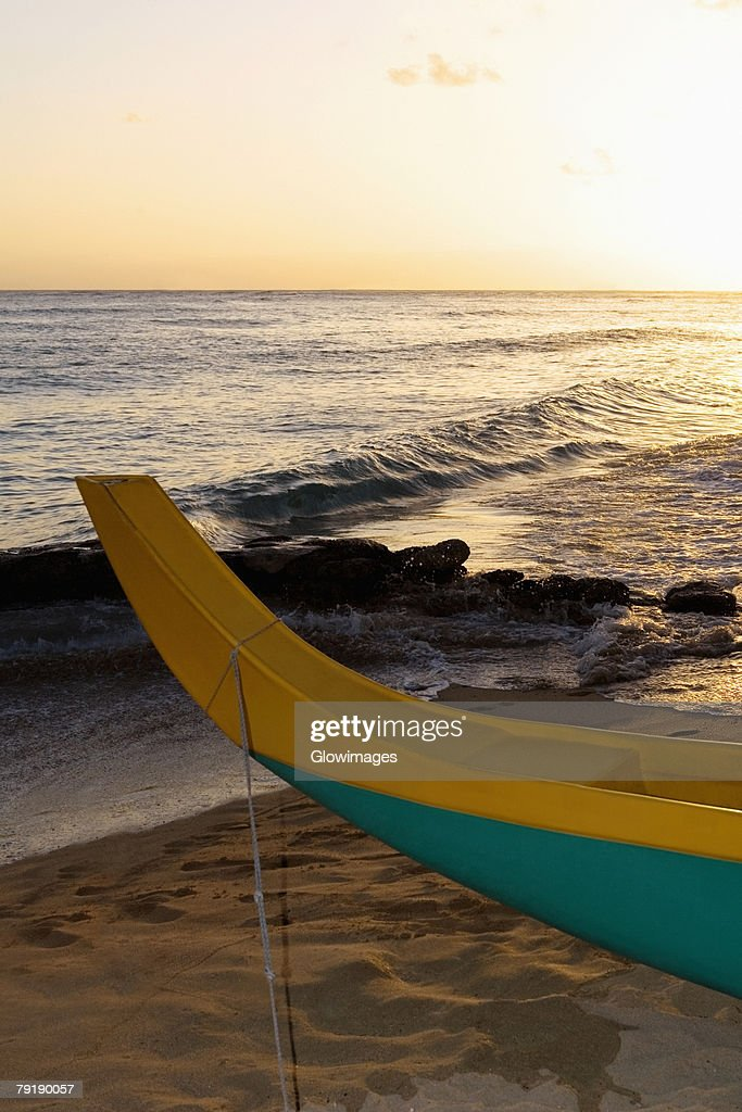 Canoe on the beach, Waikiki Beach, Honolulu, Oahu, Hawaii Islands, USA : Foto de stock