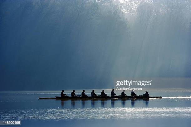 canoe team - teamwerk stockfoto's en -beelden