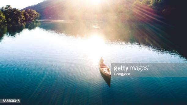 Canoë-kayak sur le coucher de soleil