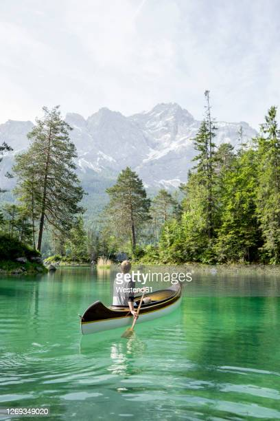 canoeist on lake eibsee, bavaria, germany - bavaria stock pictures, royalty-free photos & images