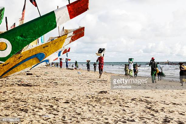 canoas en kafountine - senegal fotografías e imágenes de stock