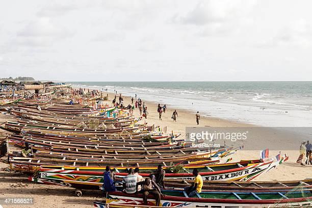 canoas em kafountine - senegal - fotografias e filmes do acervo