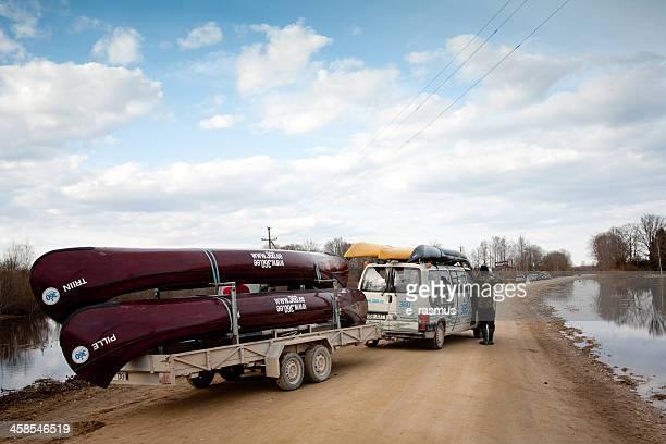 canoas en un remolque - río swift fotografías e imágenes de stock