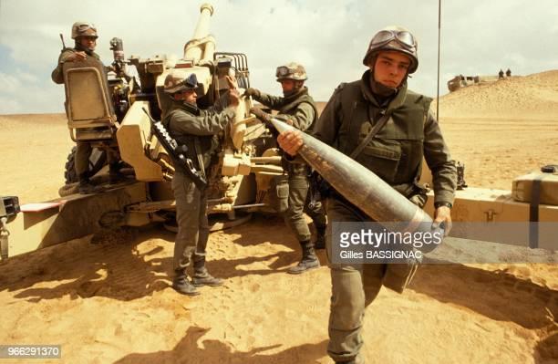 Canon de 155 mm du 11e regiment d'artillerie de Marine - RAMA - de la 9e division d'infanterie de Marine - DIMA - le 21 fevrier 1991 en Arabie...