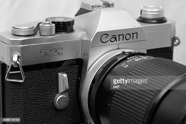 canon slr with 135 mm zoom lens - pejft stock pictures, royalty-free photos & images