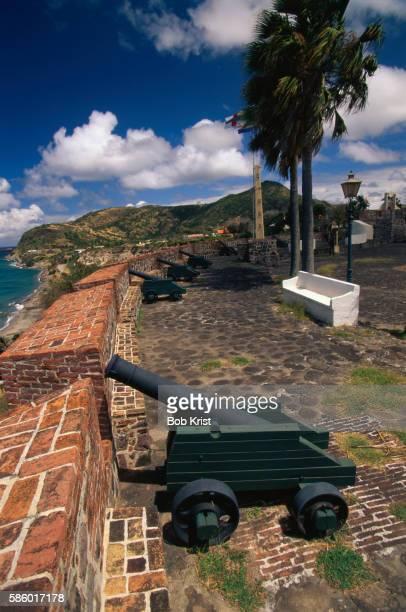 canons at fort oranje - sint eustatius stockfoto's en -beelden
