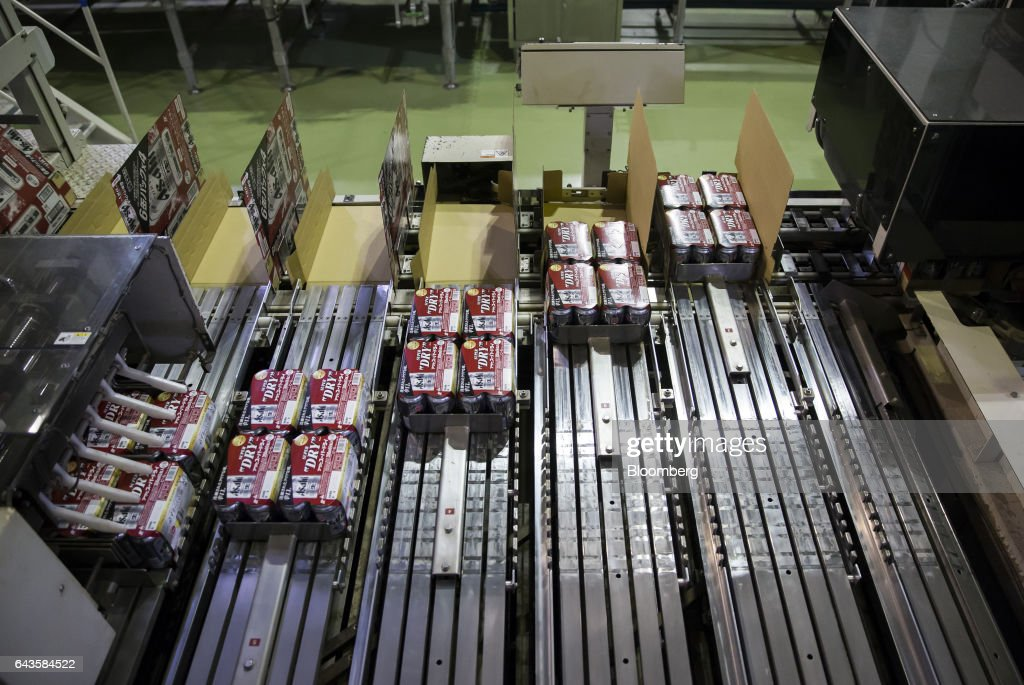 Cans of Asahi Super Dry beer are packed on the production line of the Asahi Kanagawa Brewery, operated by Asahi Breweries Ltd., a unit of Asahi Group Holdings Ltd., in Minamiashigara, Kanagawa, Japan, on Monday, Feb. 20, 2017. Asahi, Japan's largest beermaker, is looking to exit its 19.9 percent stake in Tsingtao Brewery Co. after eight years. Photographer: Tomohiro Ohsumi/Bloomberg via Getty Images