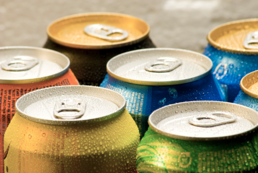 Cans of soft drink 95060931