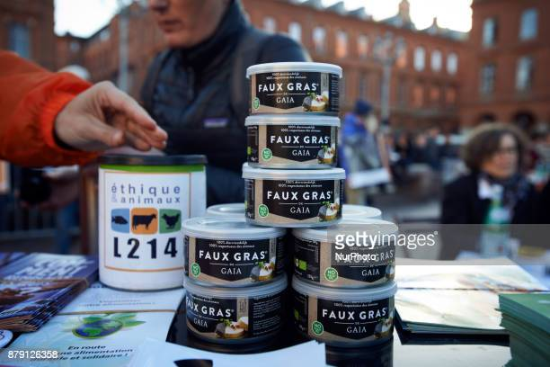 Cans of vegetal 'foie gras' The L214 association did a 'speeddating' about foie gras to have people try false 'foie gras' on the main square of...