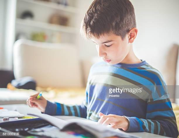 宿題私はできません - 男子生徒 ストックフォトと画像