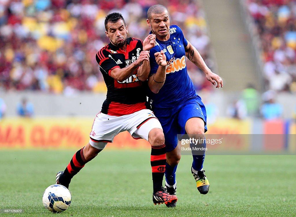 Canteros (L) of Flamengo battles for the ball with Nilton of Cruzeiro during a match between Flamengo and Cruzeiro as part of Brasileirao Series A 2014 at Maracana Stadium on October 12, 2014 in Rio de Janeiro, Brazil.