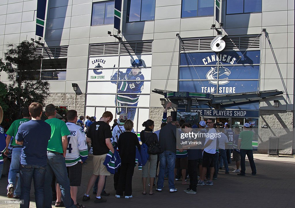 quality design bd186 4840e Canucks fans lineup at the team store before the start of ...