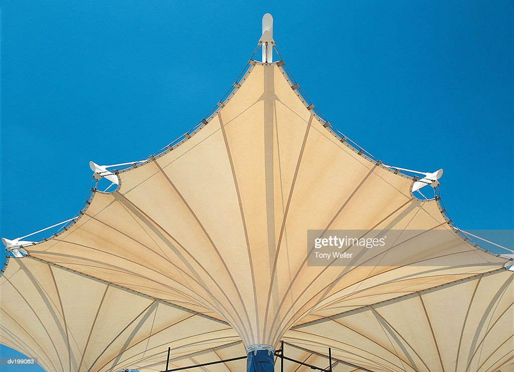 Canvas overhang : Stock Photo