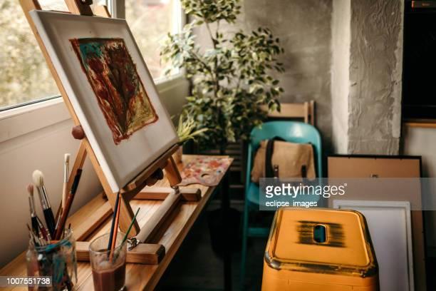 leinwand malerei - künstleratelier stock-fotos und bilder
