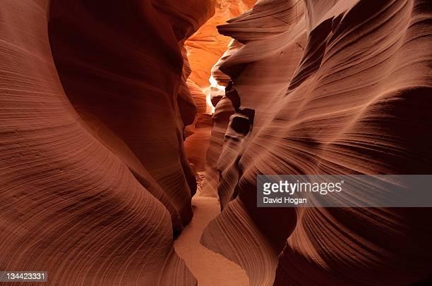 canyon contours - スロット渓谷 ストックフォトと画像