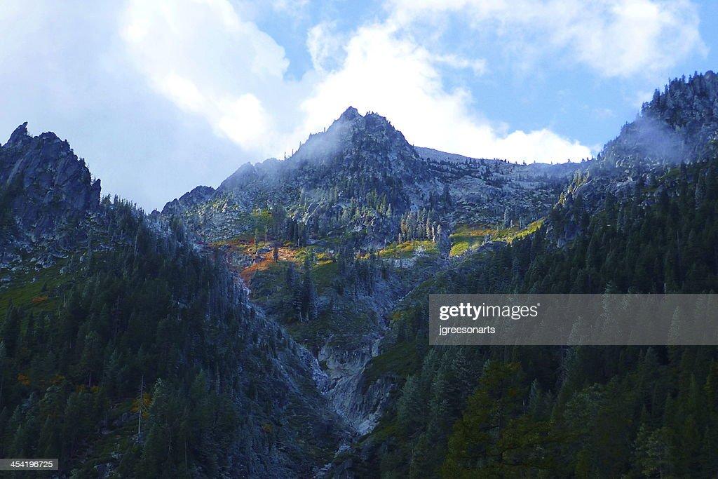 Riacho de Montanha de : Foto de stock