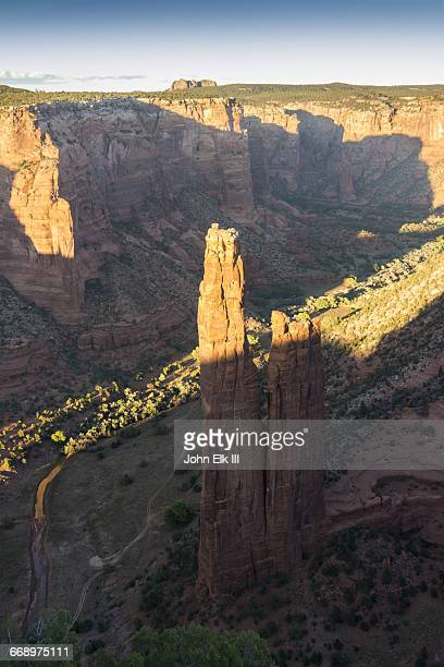 canyon de chelly nm, spider rock - spider rock stock pictures, royalty-free photos & images