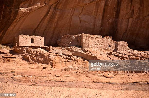 canyon del muerto, ledge ruin. - canyon de chelly national monument stock pictures, royalty-free photos & images
