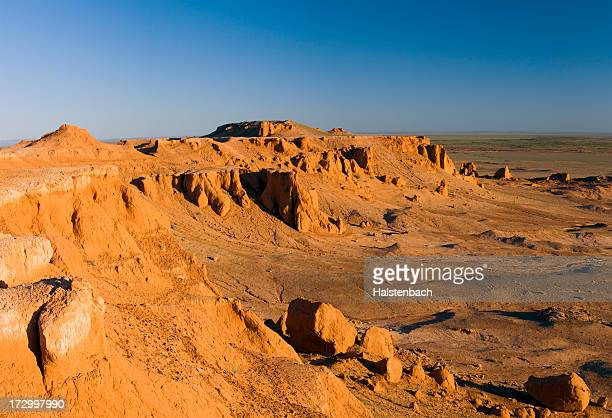 canyon, gobi desert, mongolia - independent mongolia stock pictures, royalty-free photos & images