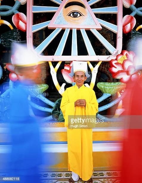 caodai priest - hugh sitton fotografías e imágenes de stock