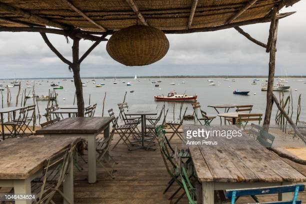cap ferret (arcachon bay, france), terrace at seaside - cap ferret photos et images de collection