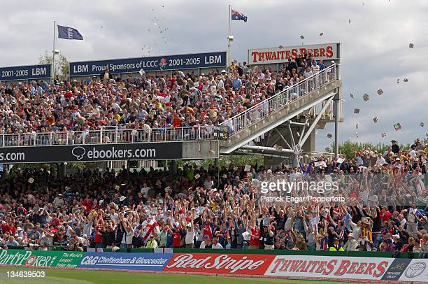 Capacity crowd and Mexican wave England v Australia 3rd Test Old Trafford Aug 05