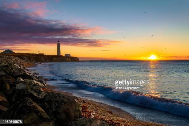 cap-des-rosiers lighthouse sunrise dri - cap des rosiers stock pictures, royalty-free photos & images