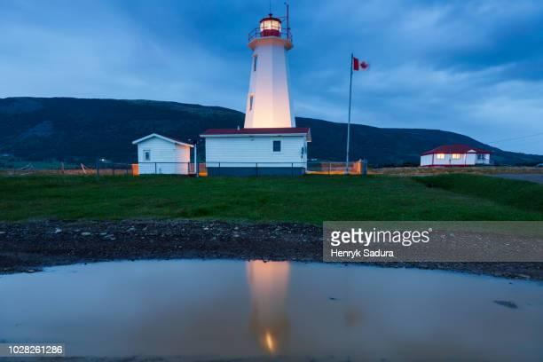 cape anguille lighthouse, newfoundland - paisajes de st johns fotografías e imágenes de stock