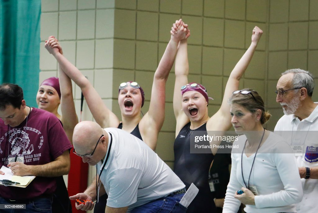 Class B girls swimming championships : Nachrichtenfoto