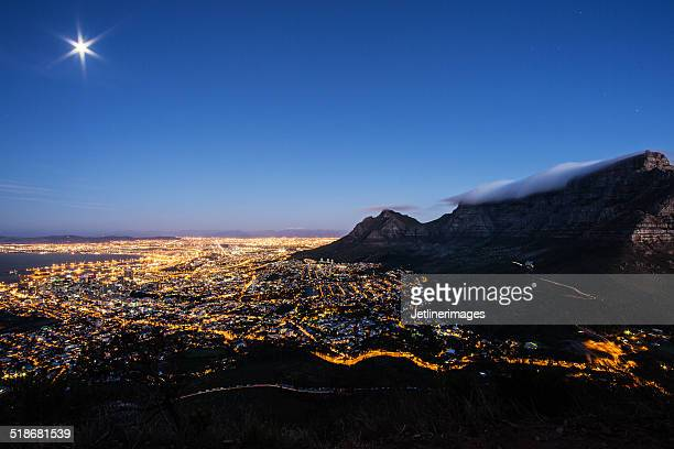 Cape Town in der Nacht Skyline Panorama