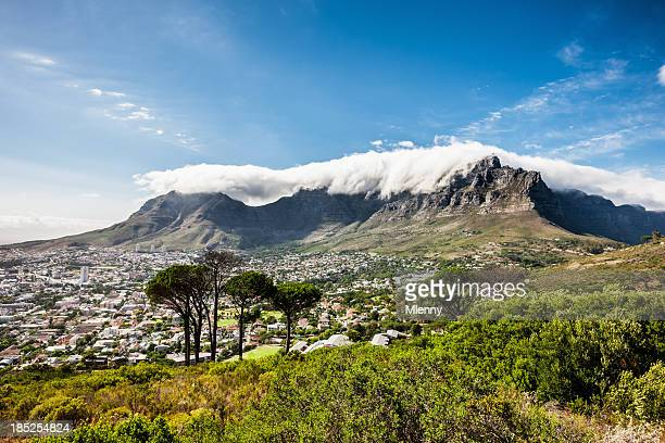 cape town city under table mountains - table mountain stock pictures, royalty-free photos & images