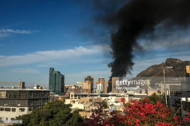 cape town on fire. - terrorismus stock-fotos und bilder