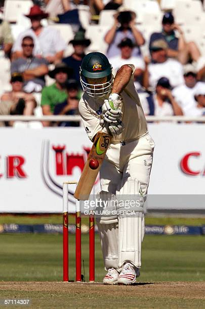 Cape Town, SOUTH AFRICA: Australian batsman and Captain Ricky Ponting bats, 17 March 2006, during the day two of the first test at Newlands stadium...
