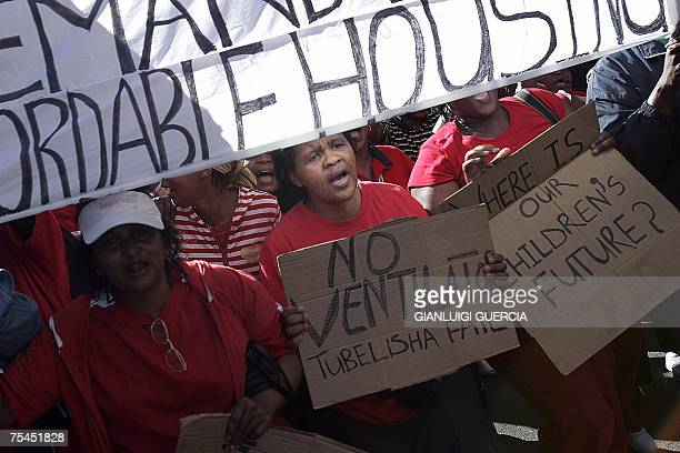 Cape Town, SOUTH AFRICA: Hundreds of South African N2 Gateway project residents march, 17 July 2007, during a demonstration complaining of shoddy...