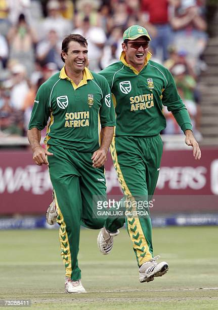 South AFrica bowler Justin Kemp and captain Graeme Smith celebrate 11 February 2007 the dismissal of Pakistan batsman Azhar Mahmood during the fourth...